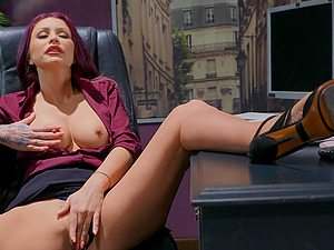 Monique Alexander definitely knows how to please his sexual needs