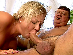 Blonde gets pulverized by fred flinstone