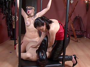 Tied and horny dude enjoys a handjob by Patricia MedicalySado