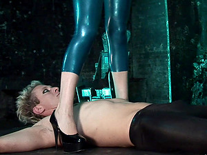 Two dudes with long schlongs penetrate Syren Sexton wearing latex