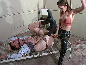 A facesitting before rough fuck is amazing with Amber Rayne
