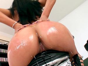 Double penetration can satisfy Yoha Galvez's sexual desires