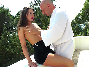 For Savannah Secret nothing is better than a hard sex at the balcony