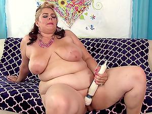 Plumper Buxom Bella Toy Masturbation