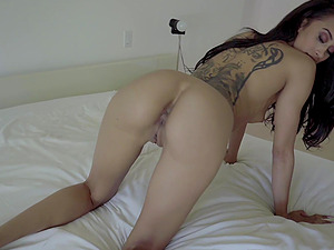 After drooling on a fat friend's cock Gia Vendetti got her pussy fucked