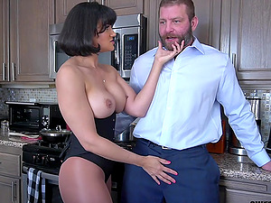 Penny Barber doing exactly what this dude needs for an strong orgasm
