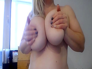 Tarty and full figured brunette that love to show off and teased anyone