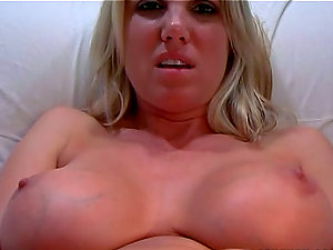Chesty blonde cougar Niki Wylde inhales a man rod before taking it in her innards