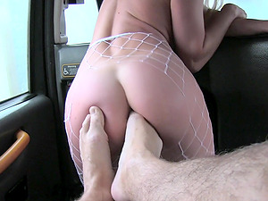 Sienna Day tells her taxi driver that she has time for a quickie