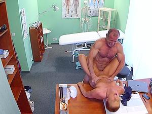 Slutty patiend Crissy Fox seduces her doctor for passionate sex