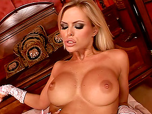 Huge-chested blondie likes the twirling tongue of dark haired