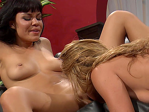 Nice close up pussy licking and fingering with Ruby Knox & Mia Lelani