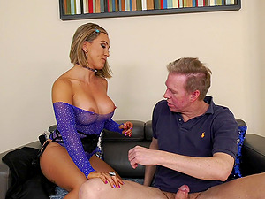 Blonde pornstar Betty Foxxx gives a blowjob and gets fucked