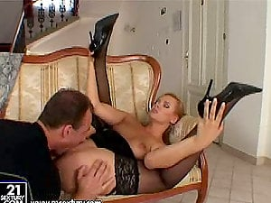 Ellen Saint deep throats a giant jizz-shotgun before taking it in her cock-squeezing asshole