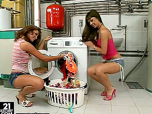 Laundry room story with Angelica Crow and Kissy