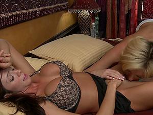 Erotic video of mature pornstars Ariella Ferrera & Victoria White