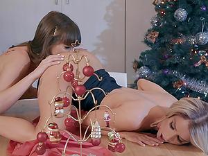 Sensual lesbian sex by the Christmas tree - Riley Reid and Emma Hix
