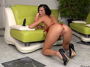 Faux-cock in Her Vagina and Gigant Fucktoy in Her Butt for Joan Mueur
