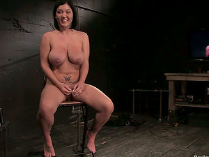 Claire Dames luvs weights on her big tits in Sadism & masochism clip