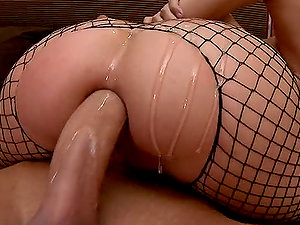 Hot Oiled Up Buttfuck Romp With The Bootylicious Blonde Riley Evans